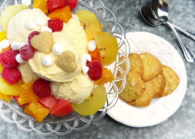 ice-cream-sundae-2367077_1920.jpg